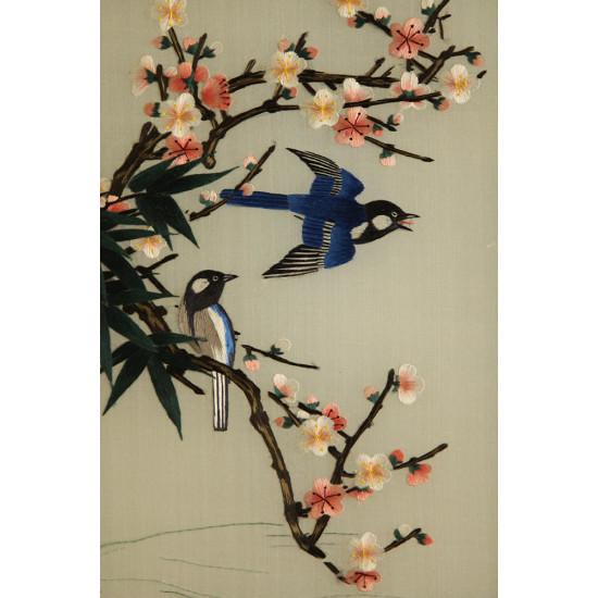 Картина вышитая шелком Ласточки ручной работы