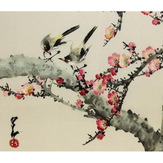 Картина вышитая шелком Две ласточки у цветущей вишни ручной работы