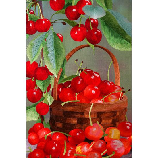 Картина шелк Вишни в корзине ручной работы