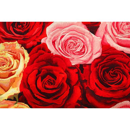 Картина вышитая шелком с подрисовкой Пламя роз ручной работы