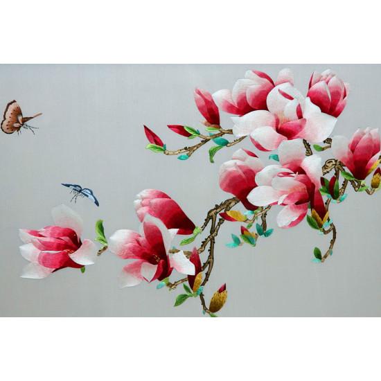 Картина вышитая шелком Магнолия с бабочками ручной работы