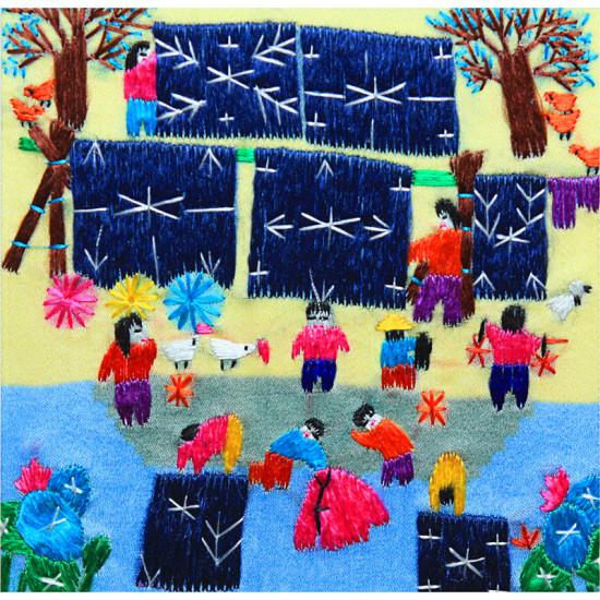 Картина вышитая шелком Во дворе ручной работы
