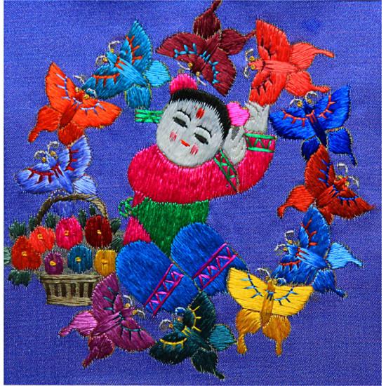 Картина вышитая шелком В танце ручной работы