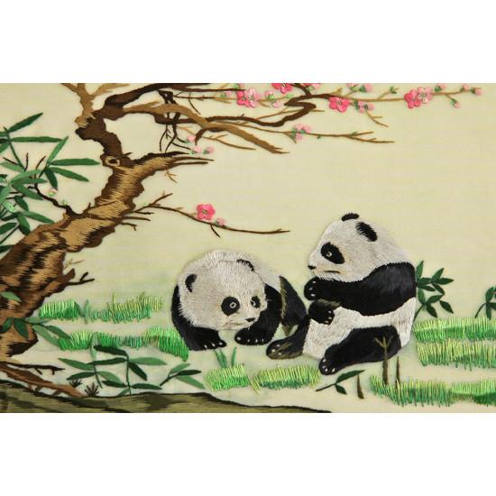 Картина вышитая шелком Двусторонняя вышивка Молодые панды ручной работы