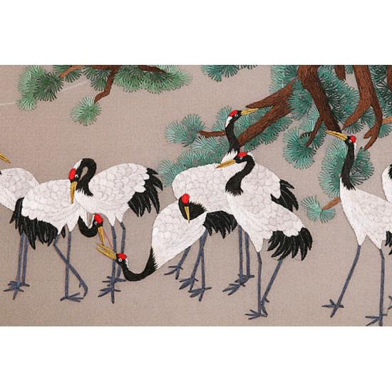 Картина вышитая шелком Десять журавлей под сосной ручной работы