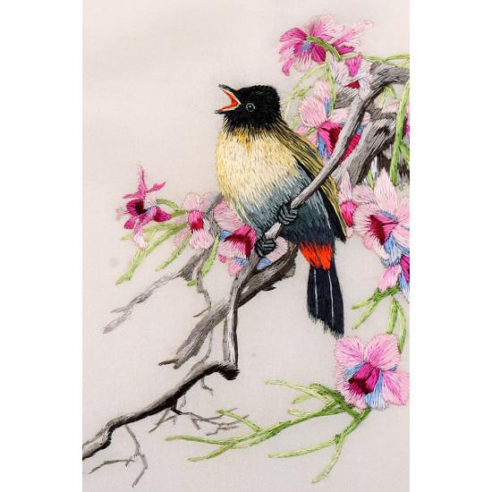 Картина вышитая шелком Ария весне ручной работы