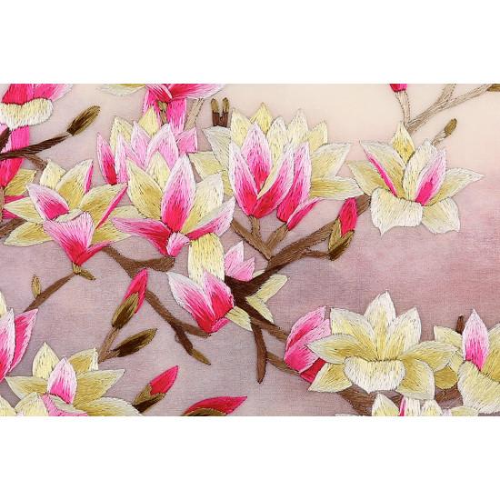 Картина вышитая шелком  двусторонняя Роскошь цветущей магнолии ручной работы