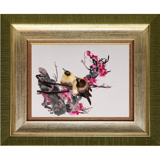 Картина вышитая шелком Парочка на розовой ветке ручной работы