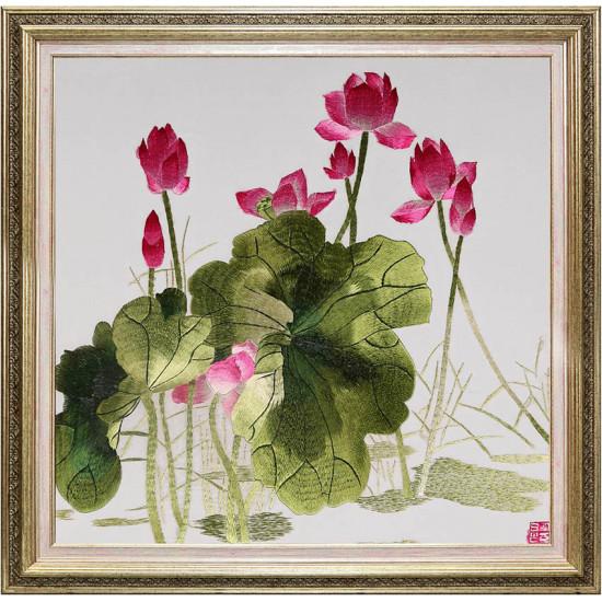 Картина вышитая шелком Триптих Очарование лотосов ручной работы
